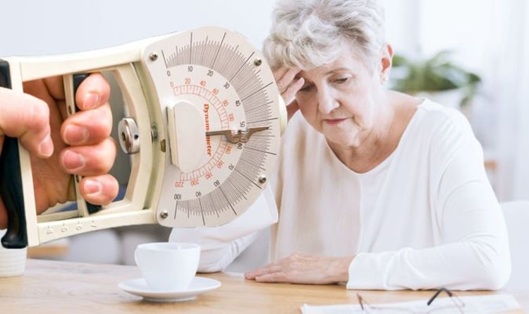 Dementia: The hand exercise you can do at home to determine your risk