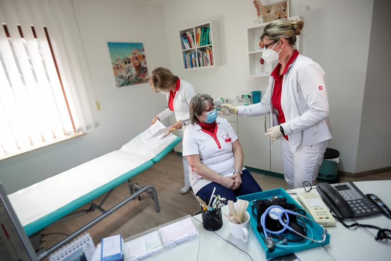 Germany cautions against expectations of massive vaccine boost in April
