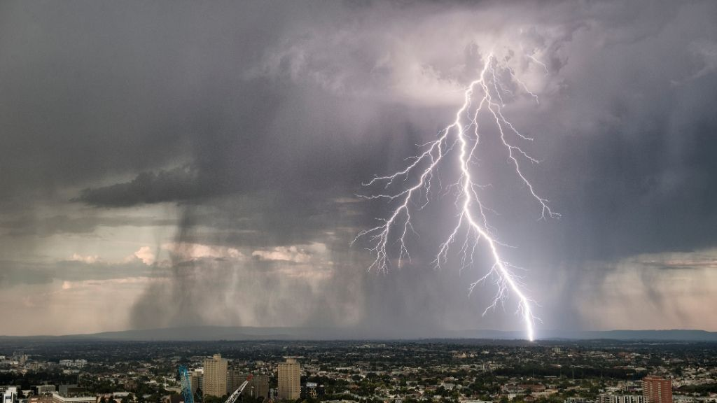 Scientists probe mystery of 'thunderstorm asthma' event that sent thousands to the ER
