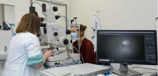 Alzheimer's disease through the eyes of a hyperspectral camera