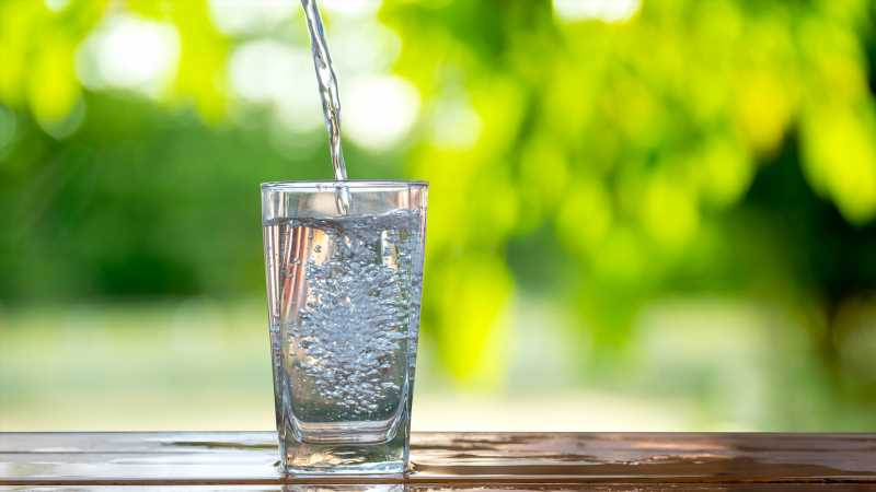Is Drinking Cold Water Disrupting Your Digestive System?